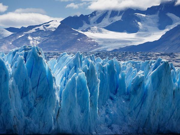 Het bezichtigen van het blauwe ijs van de gletsjers in Chileens en Argentijns Patagonië is een must see tijdens uw individuele reis.