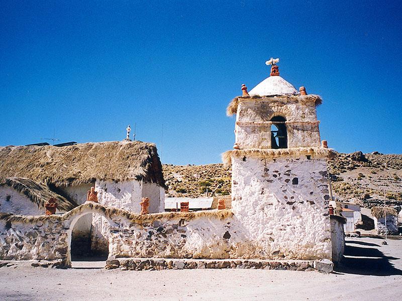 Op reis komt u in de Atacama in noord Chili zijn de meeste huizen van witte steen.