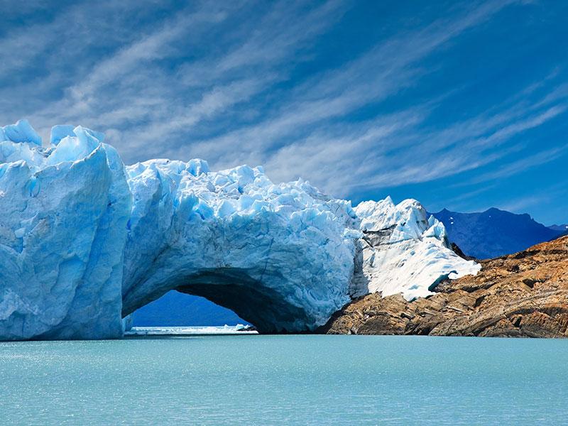 Bekijk de prachtige kleuren wit, grijs en blauw van het ijs in Patagonië tijdens uw rondreis.