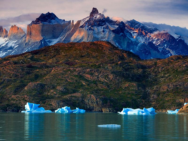 In deze rondreis kunt u een excursie maken naar Torres del Paine. Het bekendste National Park in Chili.