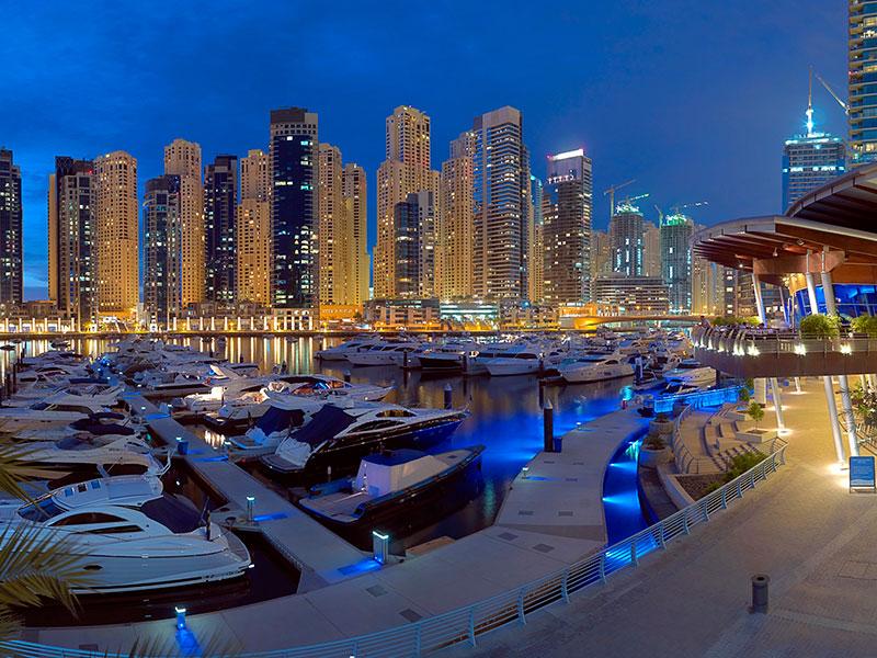 Dubai Marina is een gezellig gebied om wat te drinken