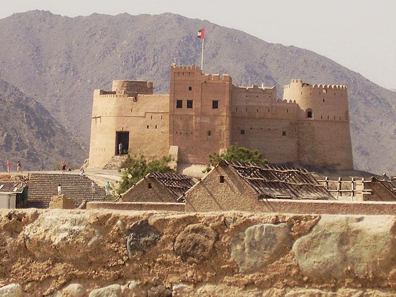 Het kasteel van Fujairah, een van de 7 emiraten.