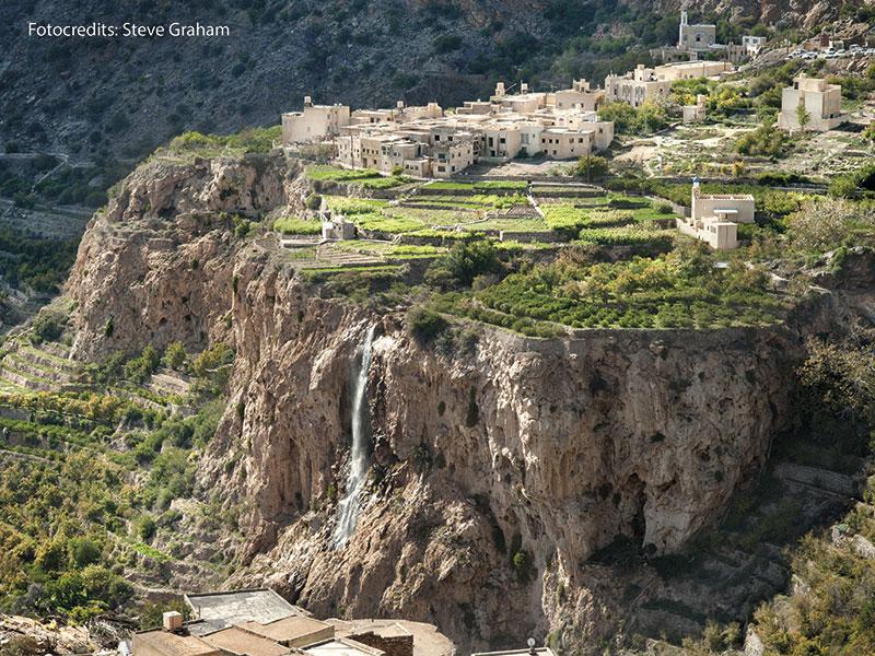 Een typisch Omaans dorpje geplakt tegen de berg