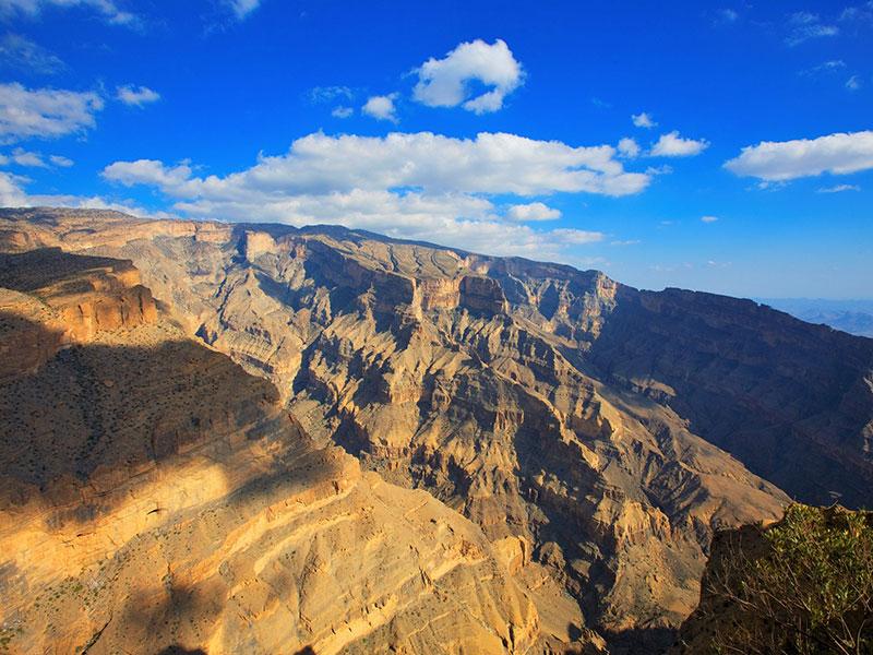 Jebel Shams en de vele bergen bij Nizwa zorgen voor prachtige vergezichten.