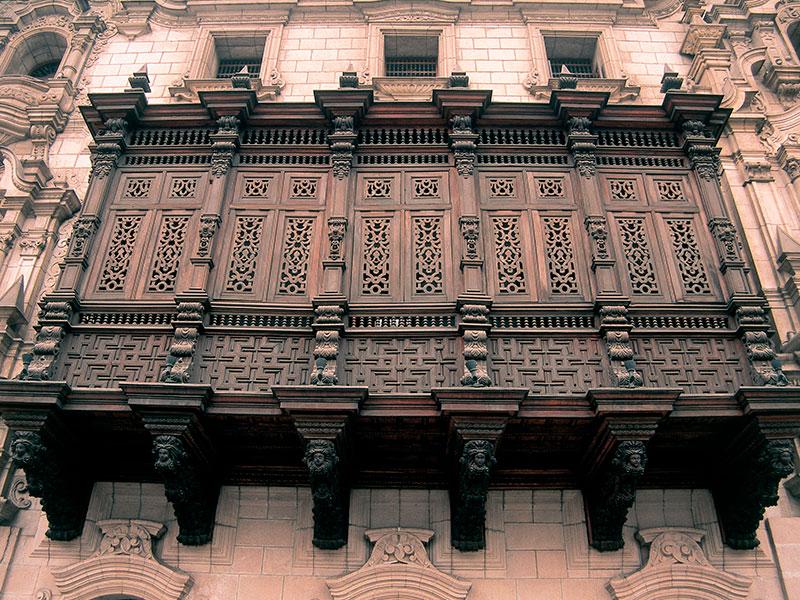 Een schitterend balkon in Lima tijdens de rondreis Peru en Ecuador.