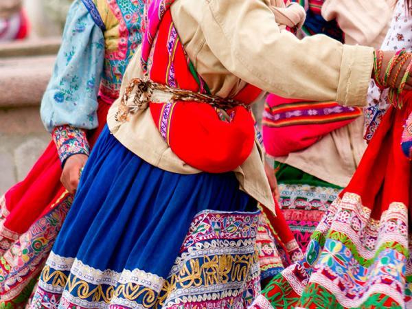 De kleurrijke kleding van de bevolking in Peru en Ecuador valt echt op tijdens uw gehele rondreis.