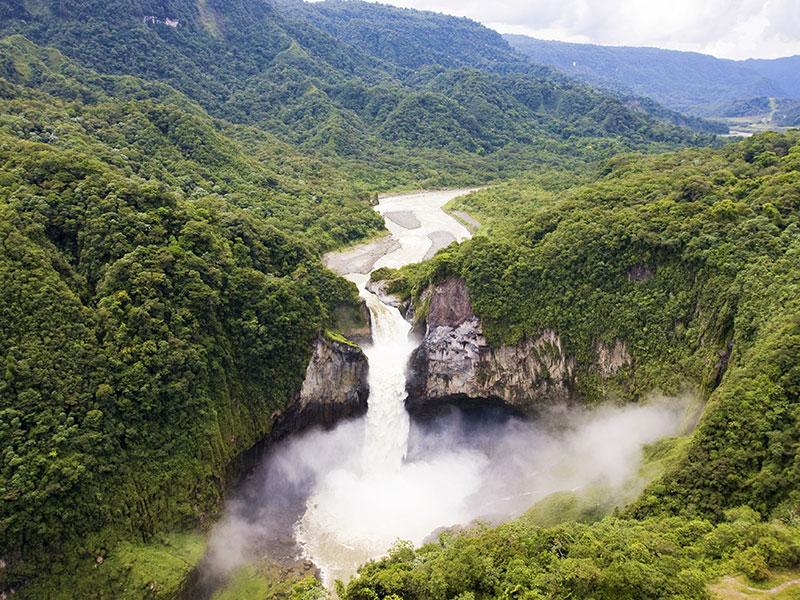 Bezichtig de prachtige waterval in de Amazone tijdens uw rondreis in Ecuador.