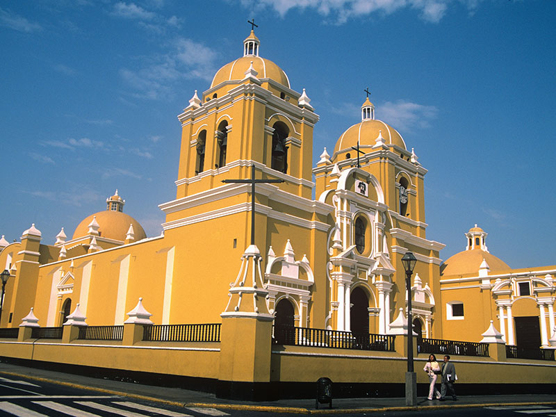 Gedurende uw individuele reis kunt u de kerk in Trujillo in Peru bezoeken.