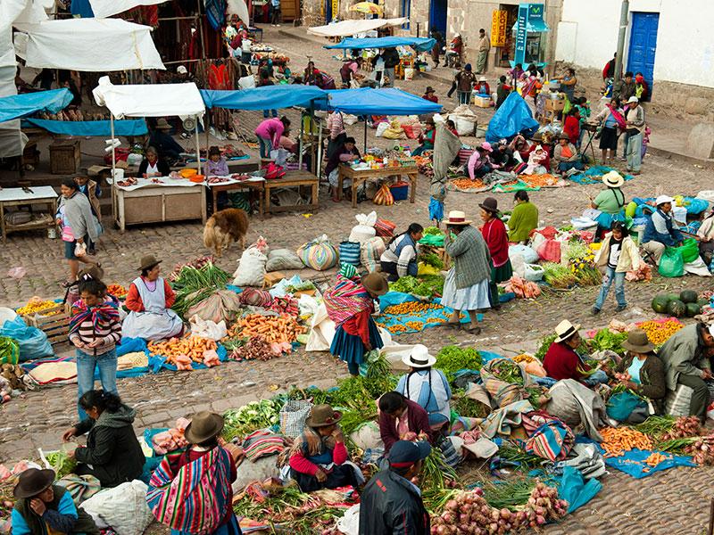 De indianenmarkt van Pisac bezoekt u tijdens de rondreis Peru.