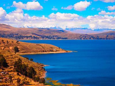 Het Titicacameer ligt op de grens van Peru en Bolivia. Een mooie plek om te genieten van uw reis.