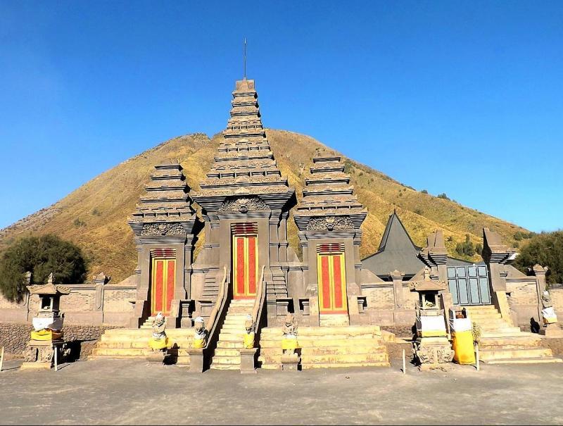 Mooie tempels tijdens uw reis in Bromo