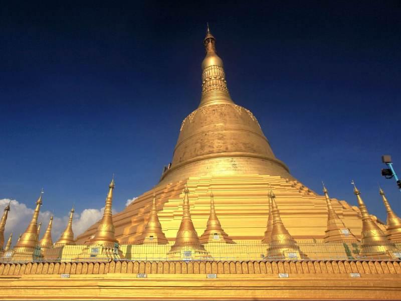 U ziet veel gouden pagodes tijdens uw individuele reis