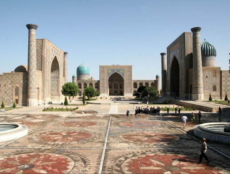 Het plein in Samarkand is belangrijk in uw reis