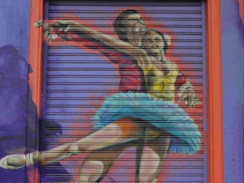 een kunstwerk van 2 balletdansers