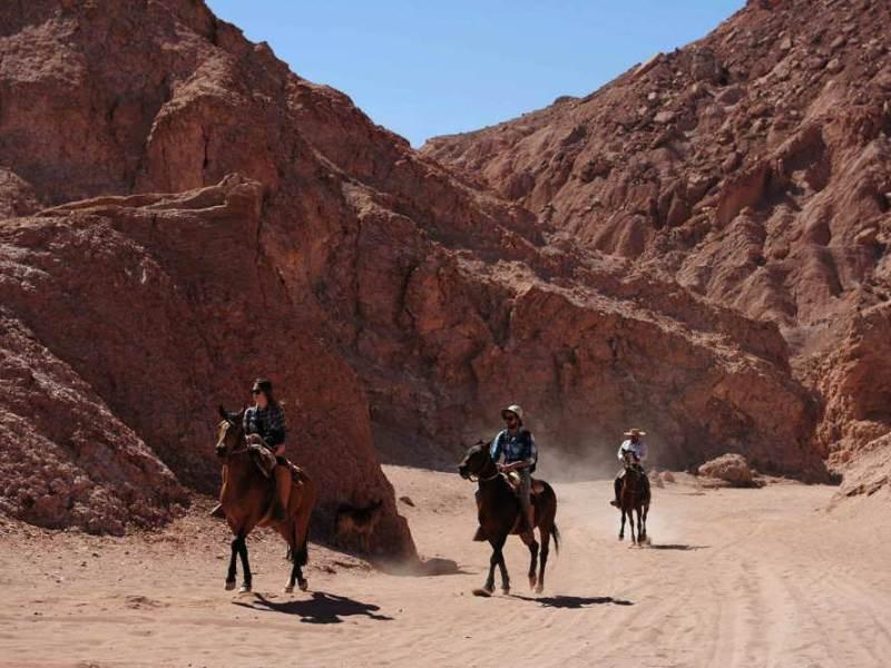Mensen die aan het paardrijden zijn in Noord Chili