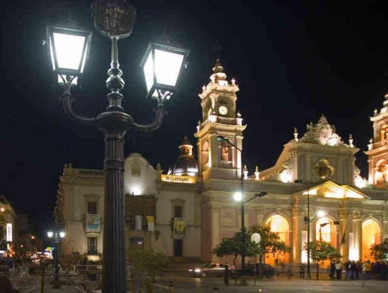 De prachtige plaats Salta bij nacht