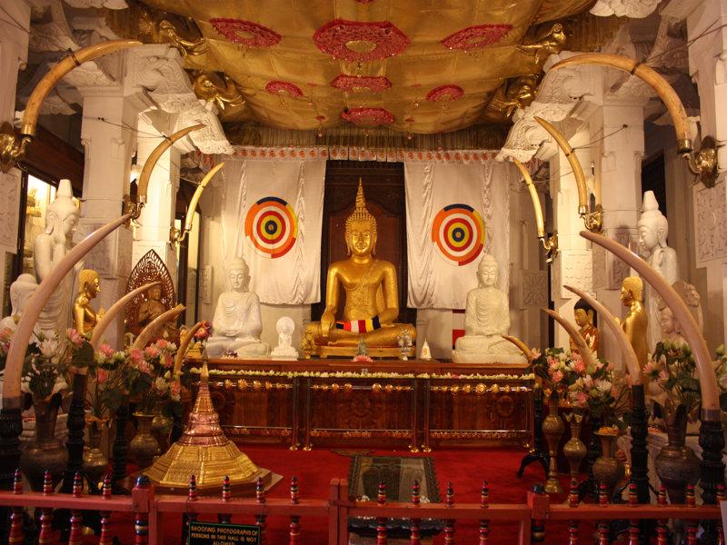 In sri lanka zijn erg veel tempels te vinden, zoals de Temple of the Tooth.