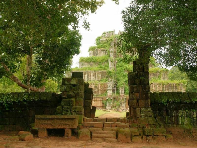 u gaat tijdens uw rondreis de Koh Ker Temple in Cambodja bezoeken.