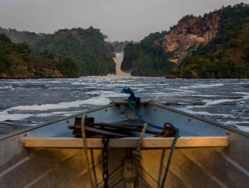 U gaat in Oeganda een boottocht maken per boot over de Nijl