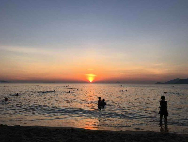 een prachtige sundown in vietnam met een heerlijk zand strand, een ware vakantie