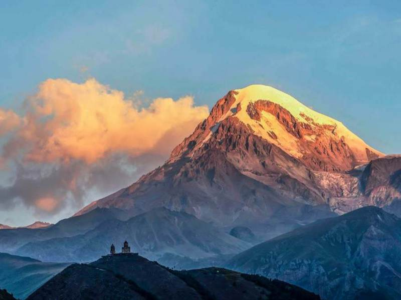 Kazbegi is een van de hoogste bergen in heel georgië met wel 5000 meter