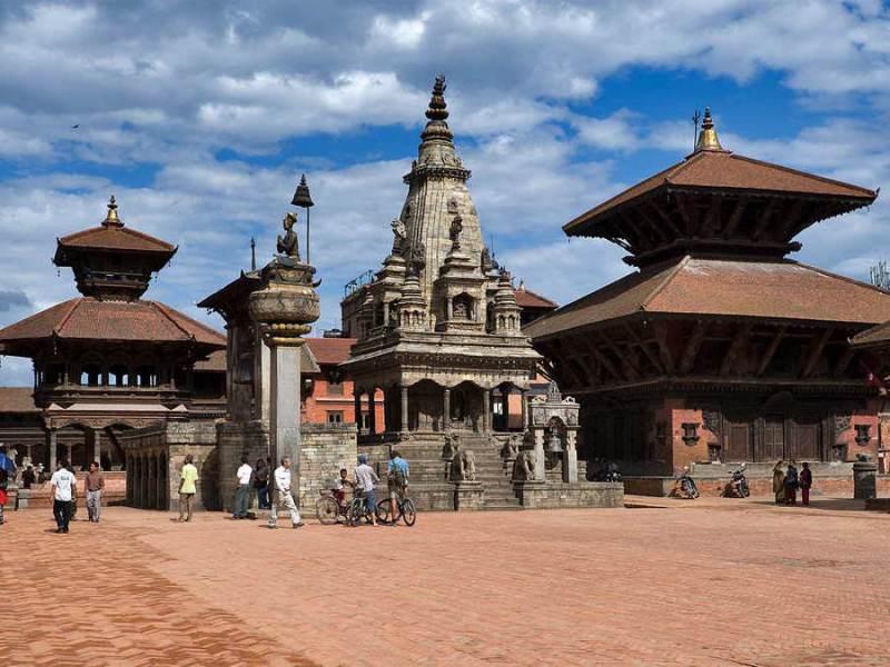 Bhaktapur heeft een plein vol met oude bouwwerken uit de oude nepalese tijd.